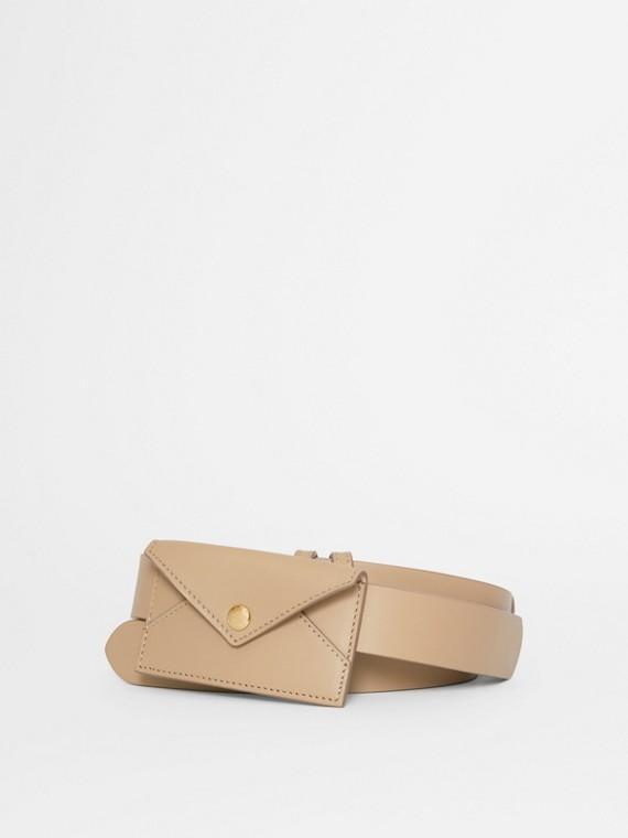 Cinto de couro com detalhe de porta-cartão (Café  Leite)
