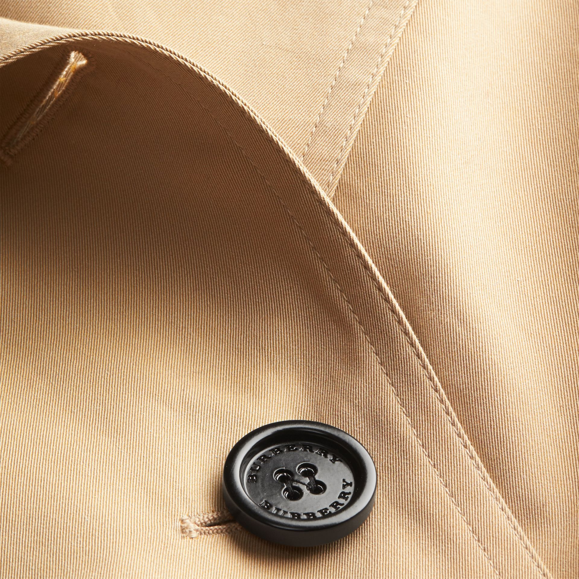 Miel Trench-coat en gabardine de coton avec col amovible en fourrure de raton laveur - photo de la galerie 2