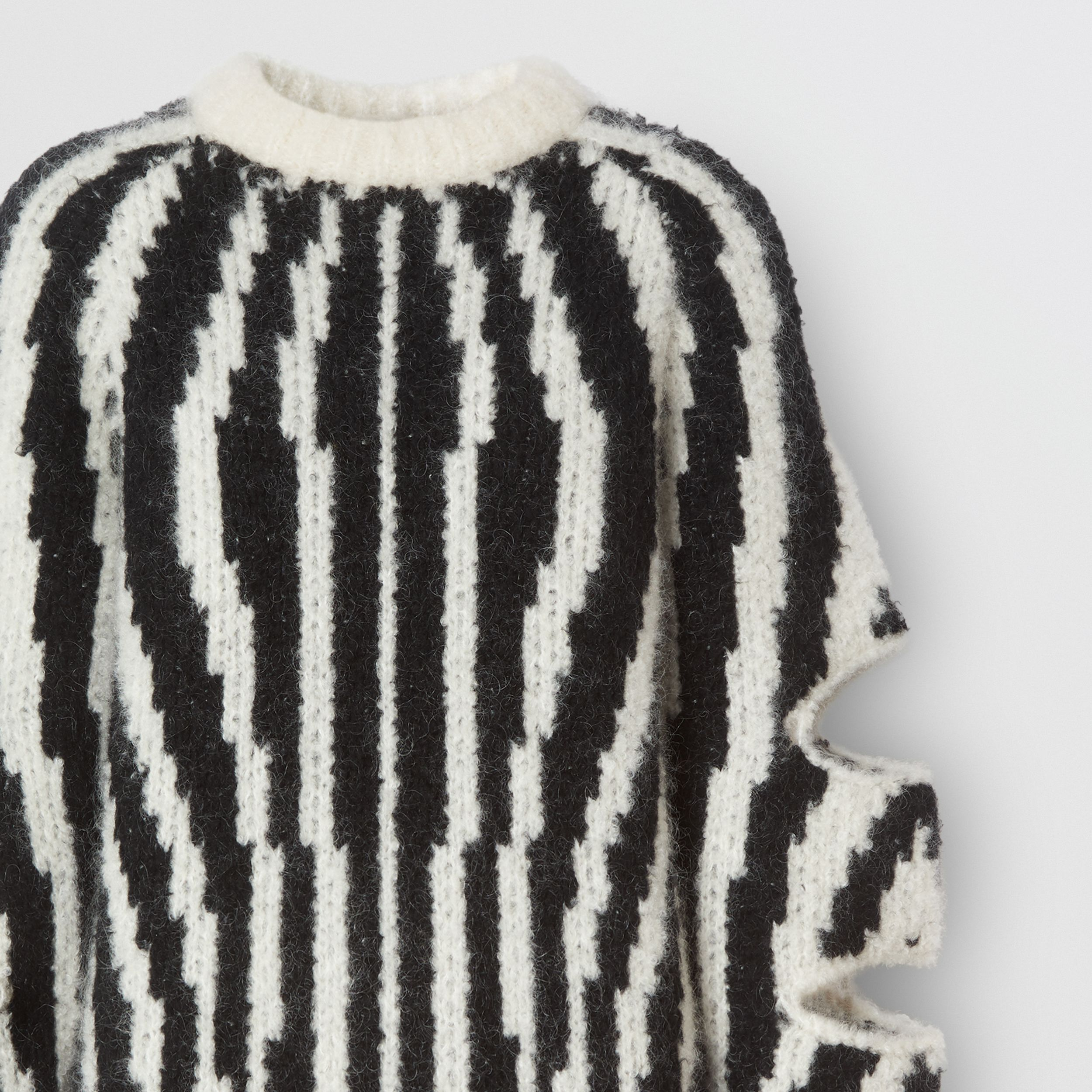 Cut-out Sleeve Wool Mohair Blend Jacquard Sweater | Burberry - 3