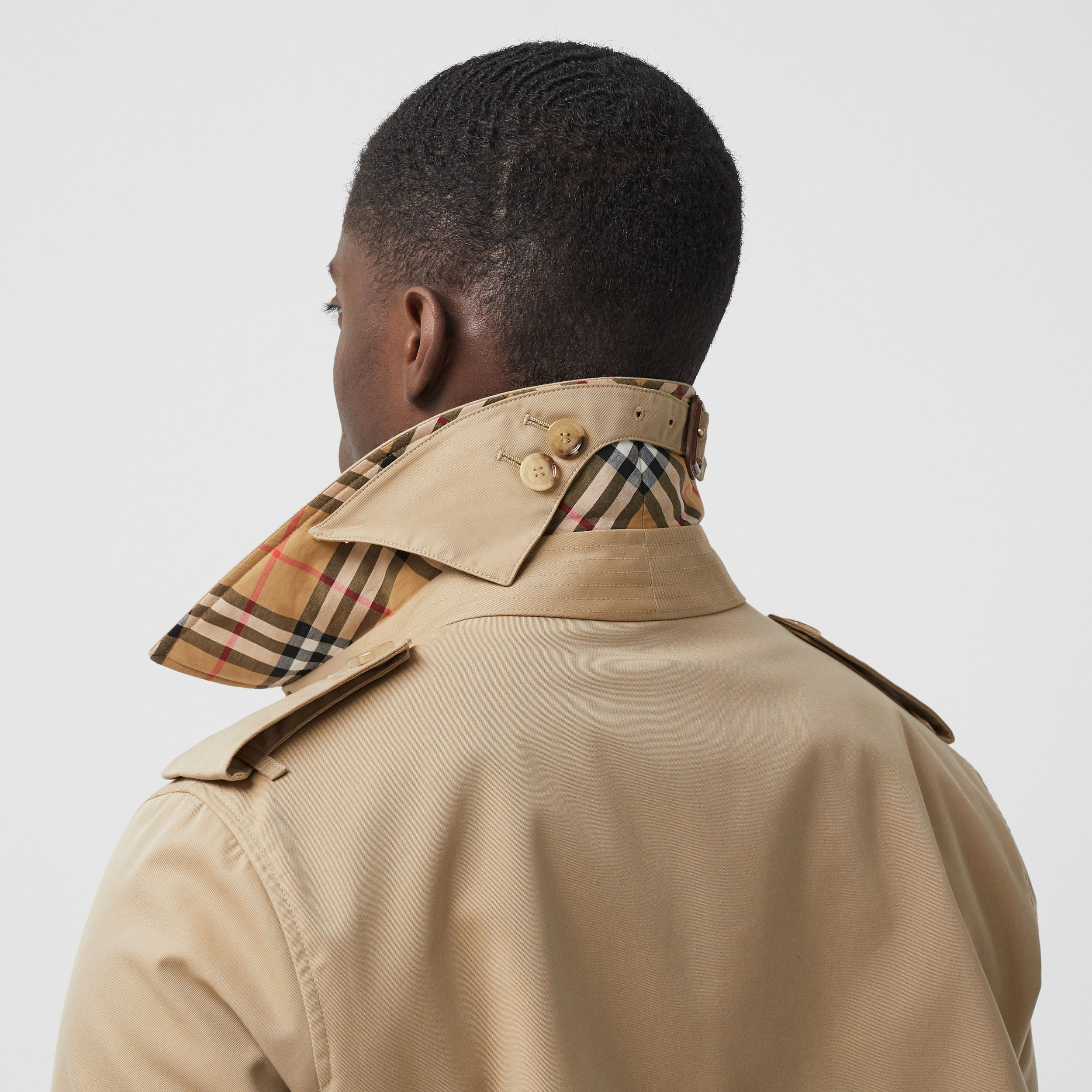 The Mid-length Chelsea Heritage Trench Coat in Honey - Men | Burberry - 2