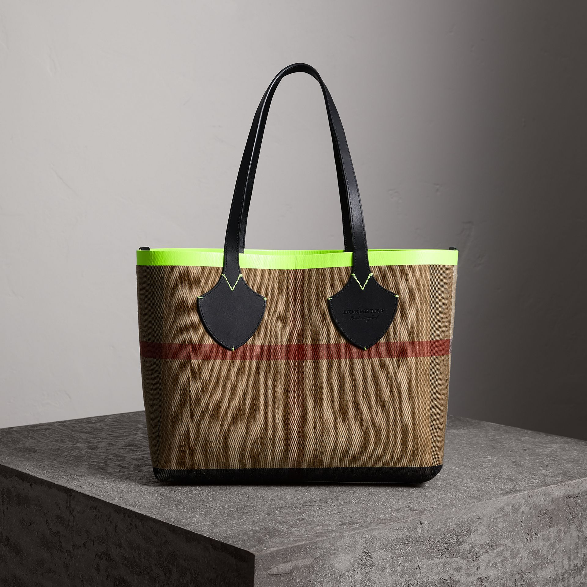 The Medium Giant Reversible Tote in Canvas and Leather in Black/neon Yellow | Burberry Australia - gallery image 0