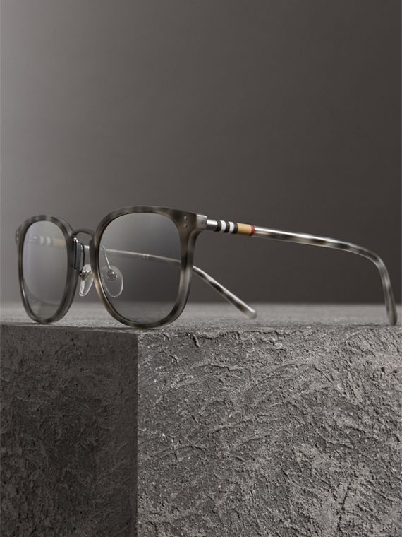 Square Frame Acetate Sunglasses in Chalk Grey - Men | Burberry United Kingdom - cell image 3