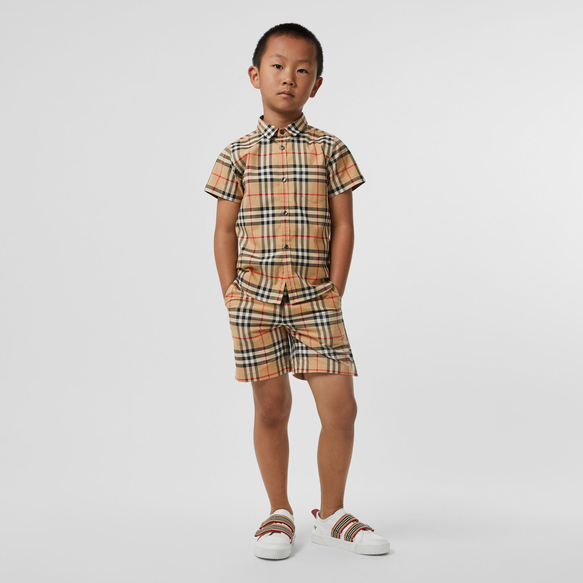 Short-sleeve Vintage Check Cotton Shirt in Archive Beige - Boy | Burberry - gallery image 2