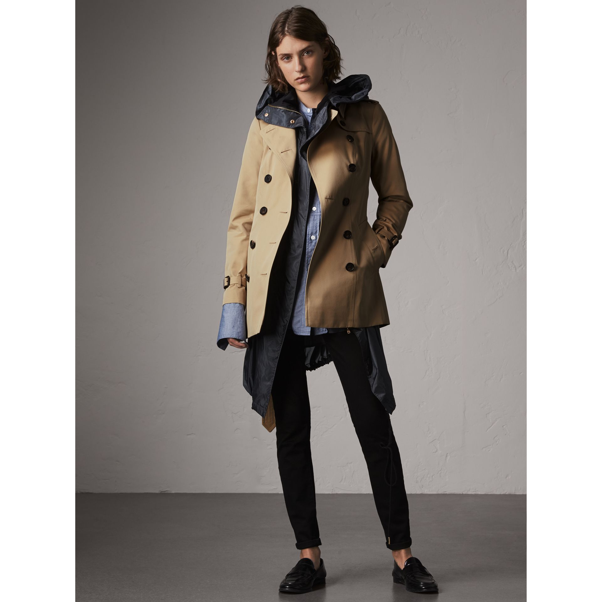 The Sandringham – Short Heritage Trench Coat in Honey - Women | Burberry Singapore - gallery image 1