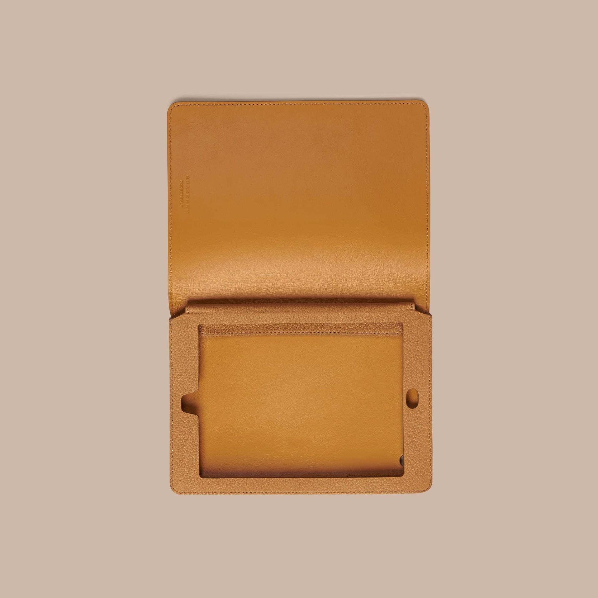 Jaune ocre Étui pour iPad mini en cuir grainé Jaune Ocre - photo de la galerie 2