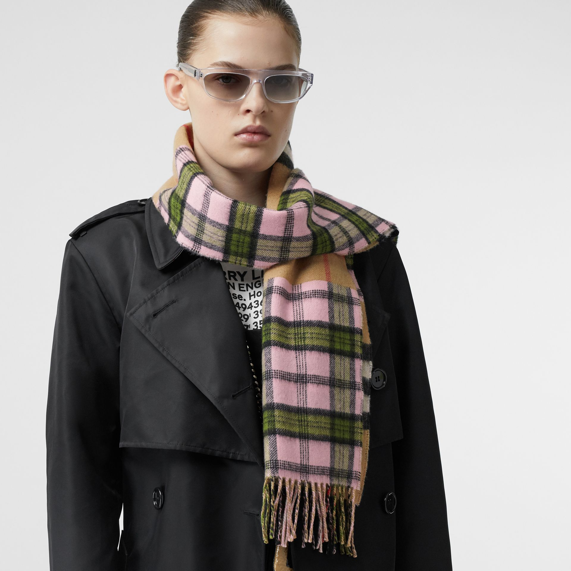 Contrast Check Cashmere Merino Wool Jacquard Scarf in Candy Pink | Burberry United States - gallery image 2