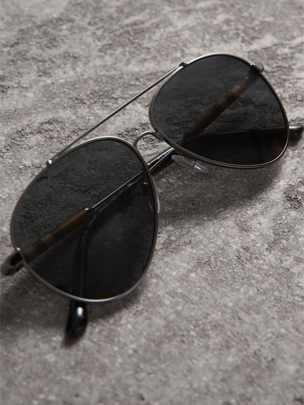 Check Detail Pilot Sunglasses in Black - Women | Burberry United States - cell image 2