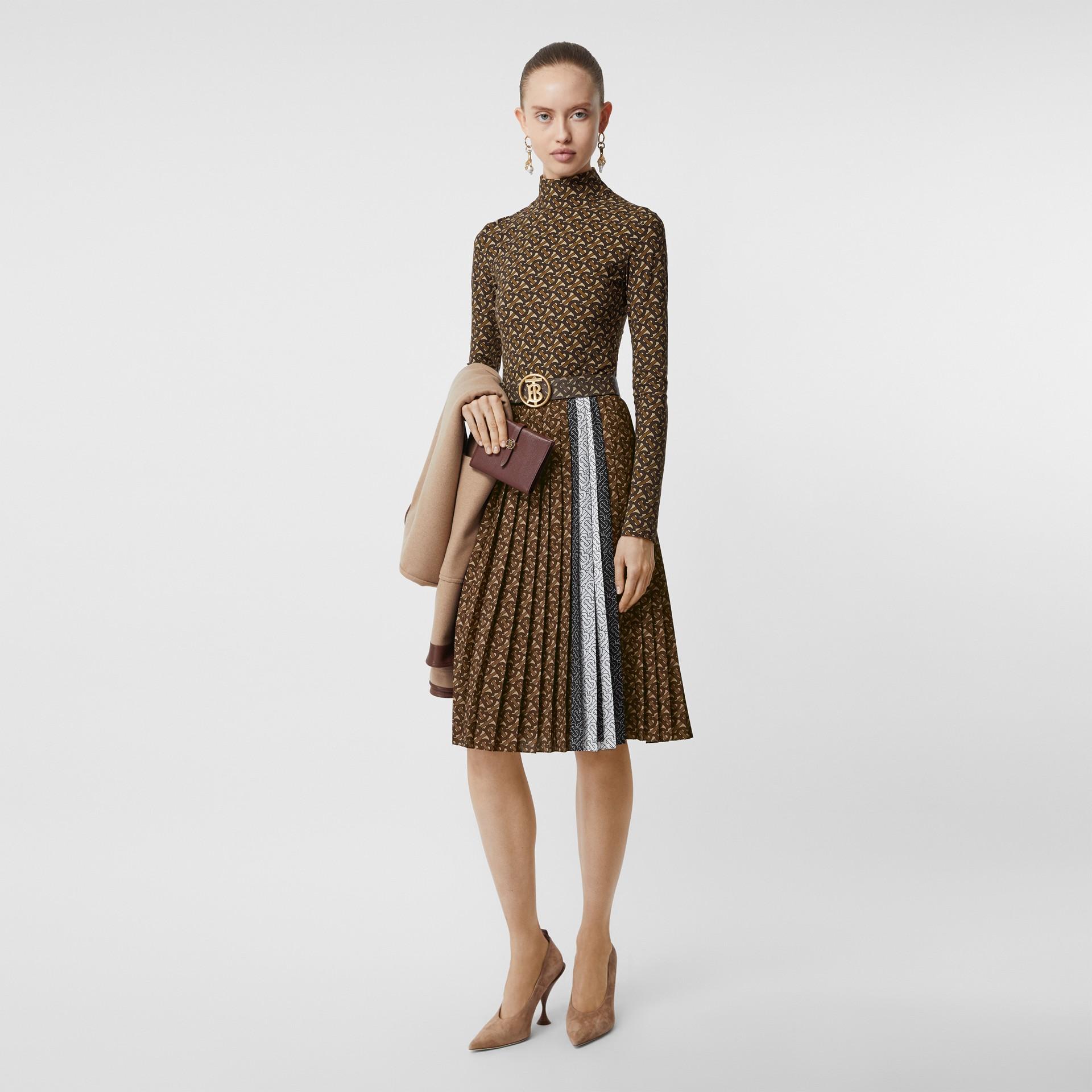 Falda plisada en crepé con estampado de rayas y monogramas (Moca Oscuro) - Mujer | Burberry - imagen de la galería 0