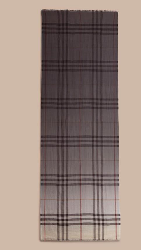 Check ivoire Écharpe légère en laine et soie à motif check ombré Ivoire - Image 4