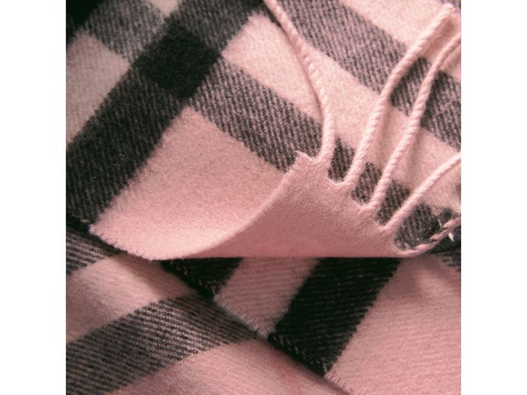The Classic Check Cashmere Scarf in Ash Rose | Burberry Hong Kong - cell image 4