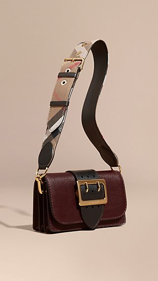 The Buckle Bag in Grainy Leather Burgundy/black