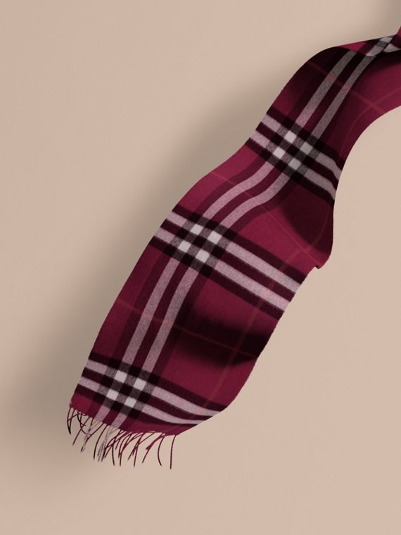 The Classic Cashmere Scarf in Check Plum