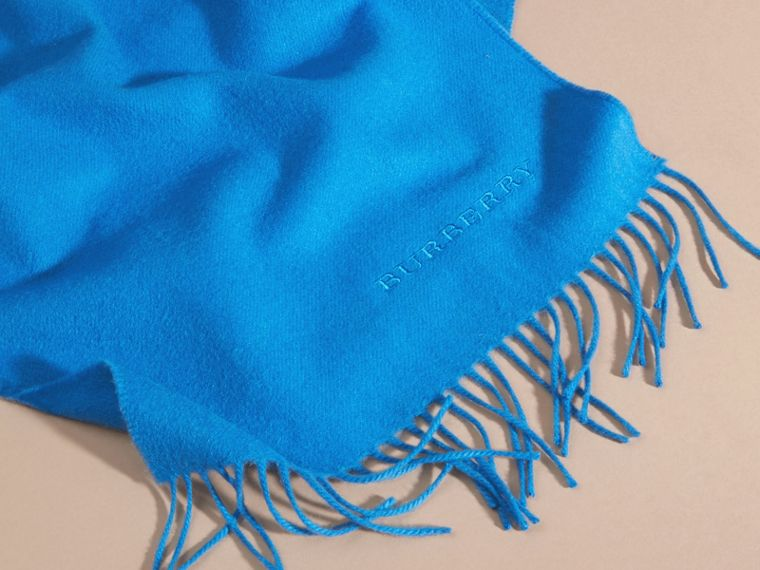 Bright cornflower blue The Classic Cashmere Scarf Bright Cornflower Blue - cell image 4