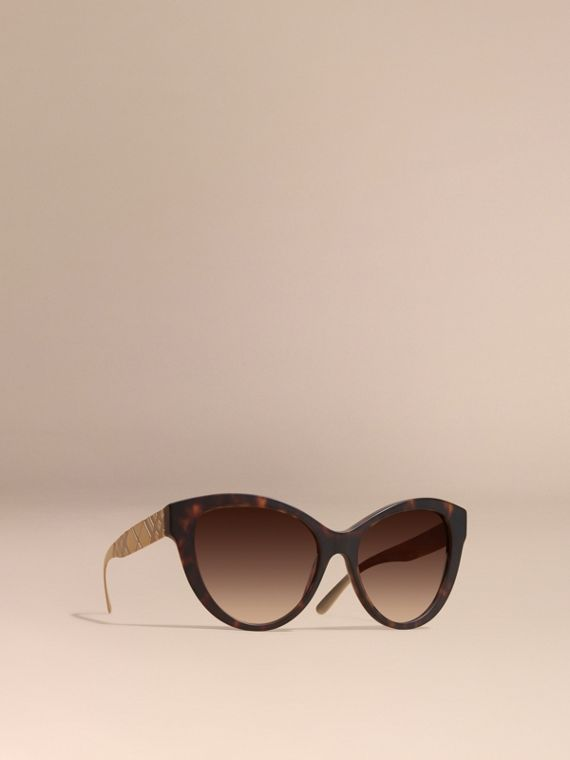 3D Check Cat-eye Sunglasses Brown