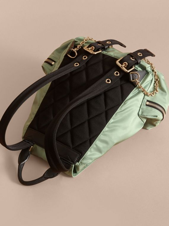 Sac The Rucksack medium en nylon technique et cuir (Vert Pomme) - Femme | Burberry - cell image 3