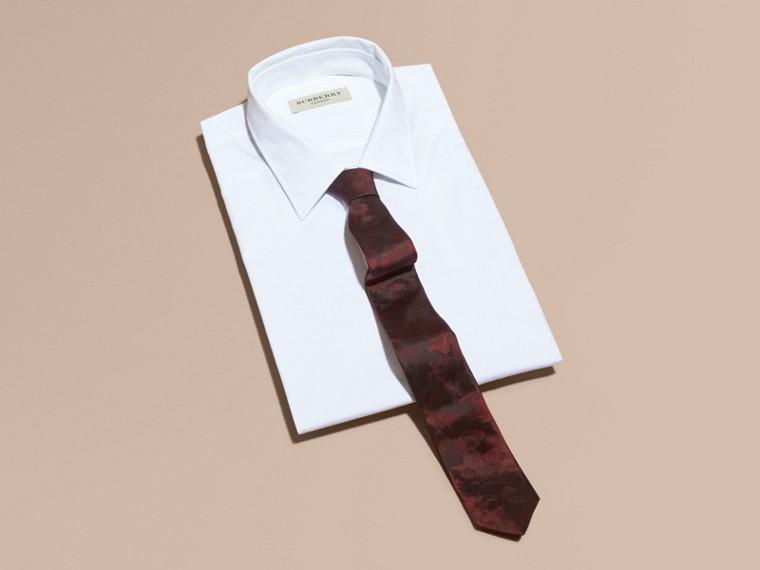 Rosso borgogna Cravatta dal taglio sottile in seta con motivo pittorico - cell image 2