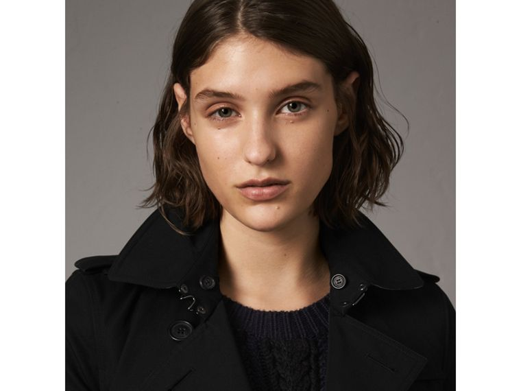 The Kensington – Short Heritage Trench Coat in Black - Women | Burberry - cell image 4