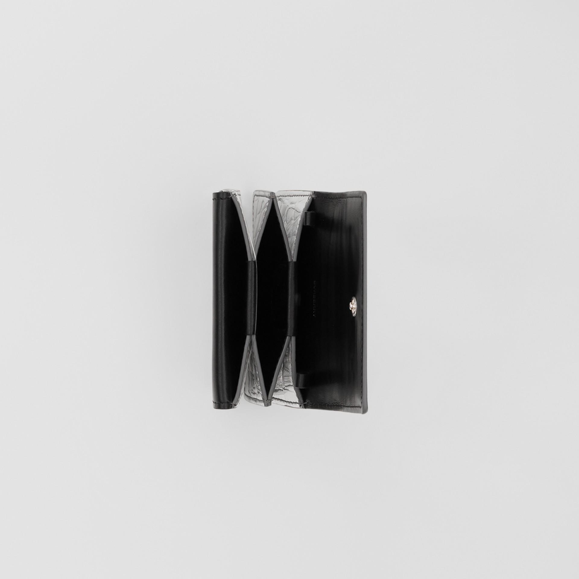 Porte-cartes embossé et métallisé avec sangle amovible (Argent) | Burberry - photo de la galerie 5