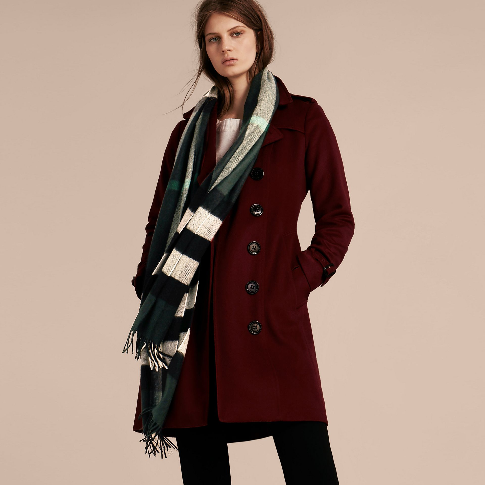 The Large Classic Cashmere Scarf in Check in Dark Forest Green | Burberry Singapore - gallery image 3