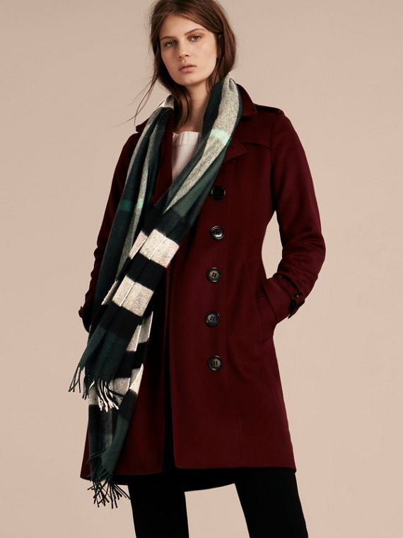 The Large Classic Cashmere Scarf in Check in Dark Forest Green | Burberry Australia - cell image 2