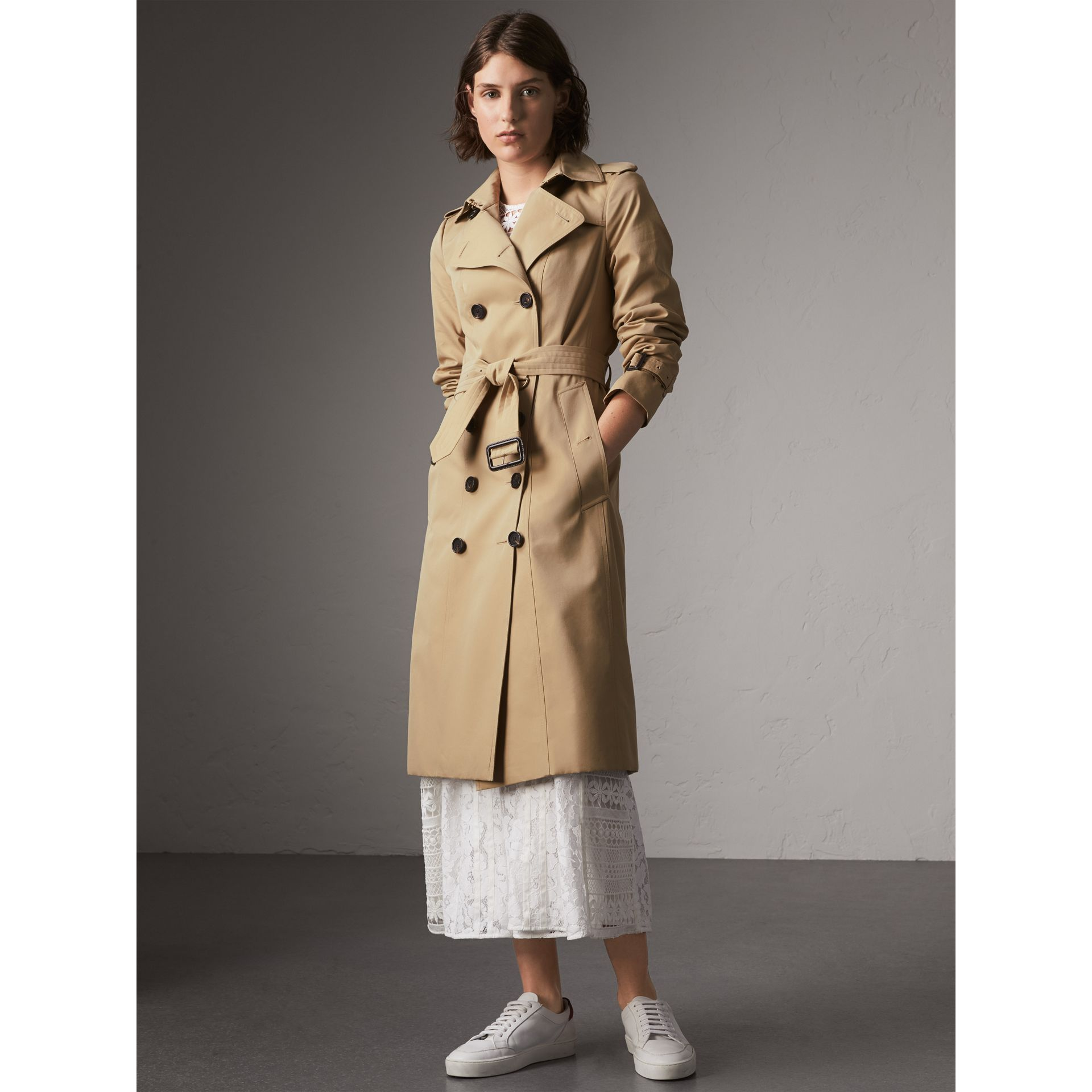The Sandringham – Extra-long Heritage Trench Coat in Honey - Women | Burberry Hong Kong - gallery image 8