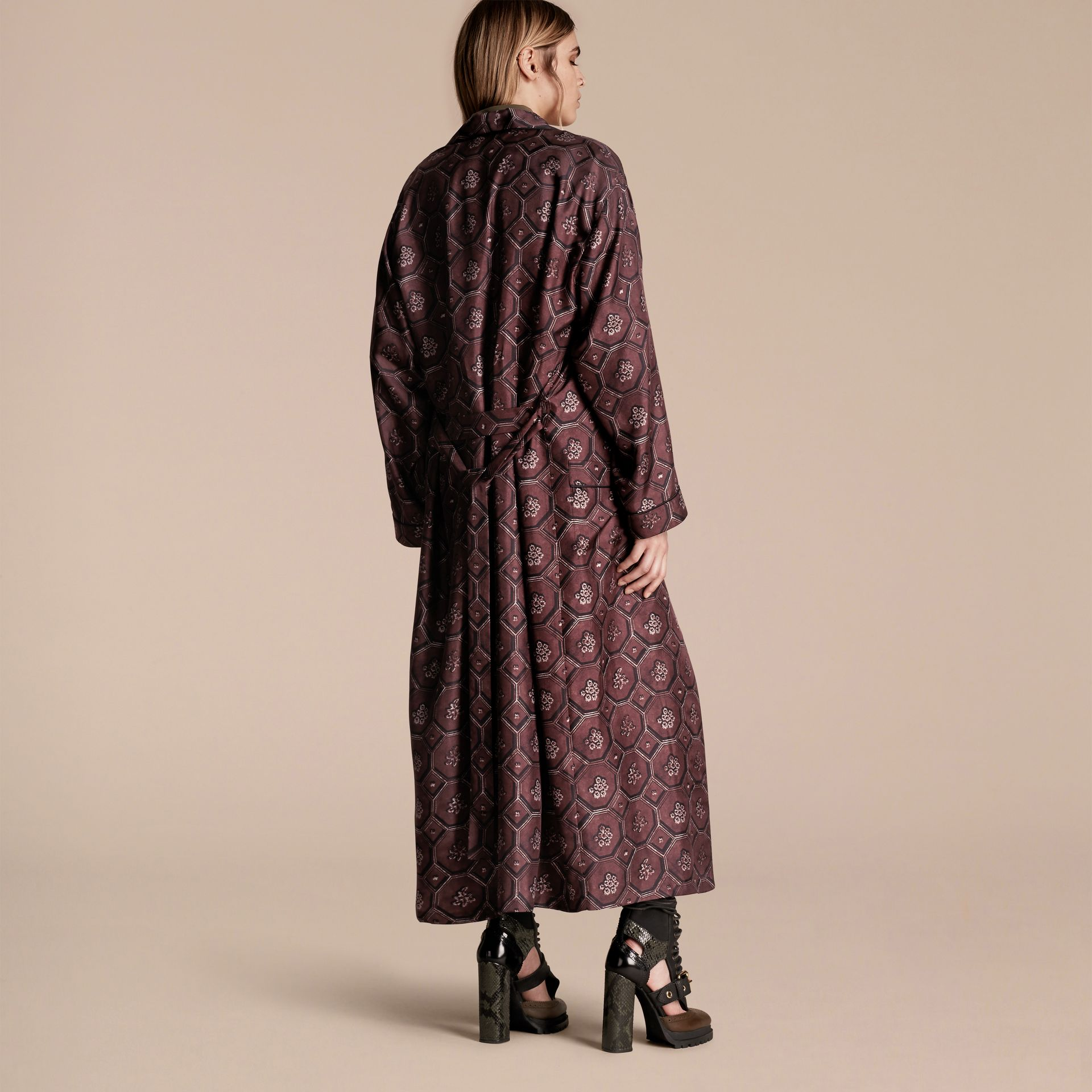 Deep claret Geometric Wallpaper Print Silk Twill Dressing Gown Coat - gallery image 3
