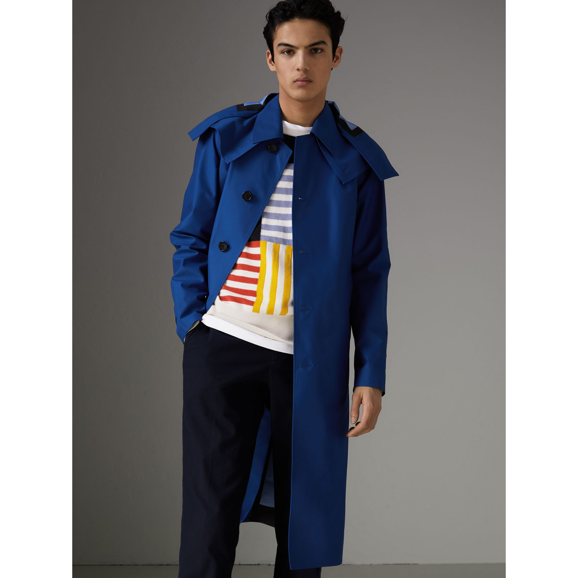 Detachable Hood Showerproof Car Coat in Bright Navy - Men | Burberry Hong Kong - gallery image 6