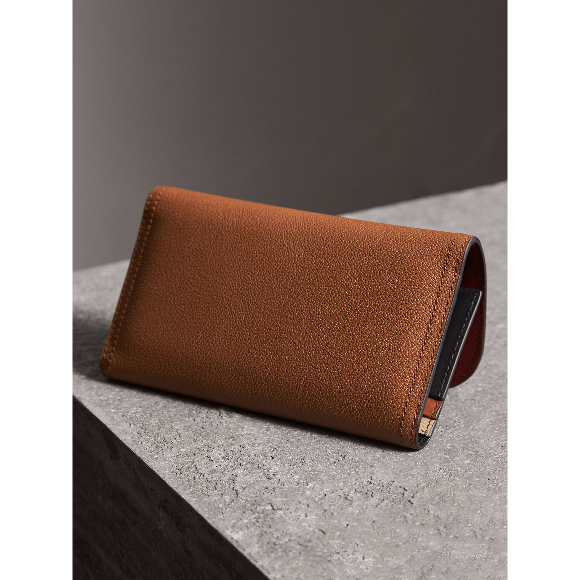 Two-tone Leather Continental Wallet and Coin Case in Bright Toffee/ Multi - Women | Burberry United Kingdom - gallery image 3