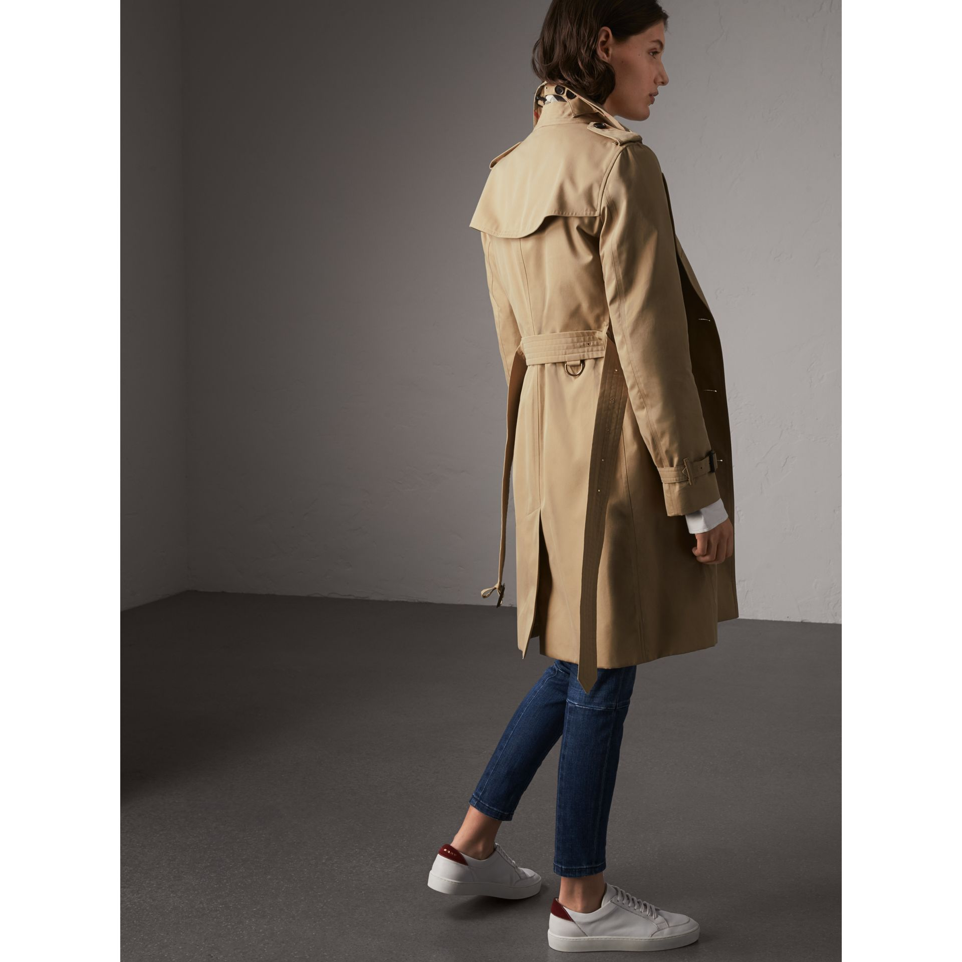 The Kensington – Long Trench Coat in Honey - Women | Burberry Singapore - gallery image 3