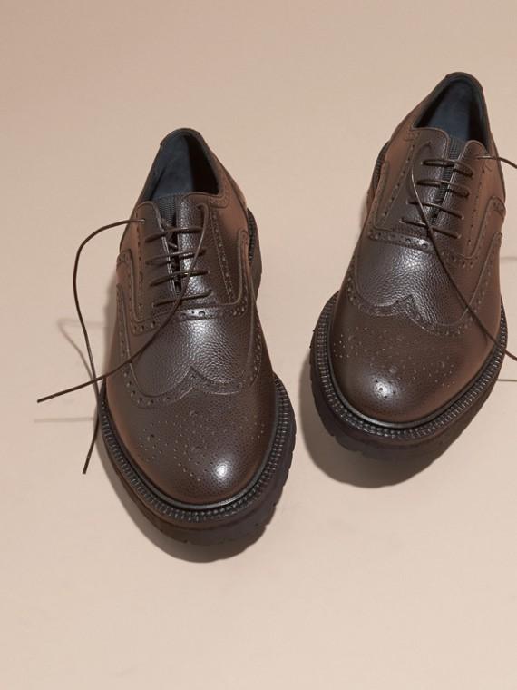 Chocolat amer Chaussures Richelieu en cuir grené à bout golf avec semelles en caoutchouc Chocolat Amer - cell image 2