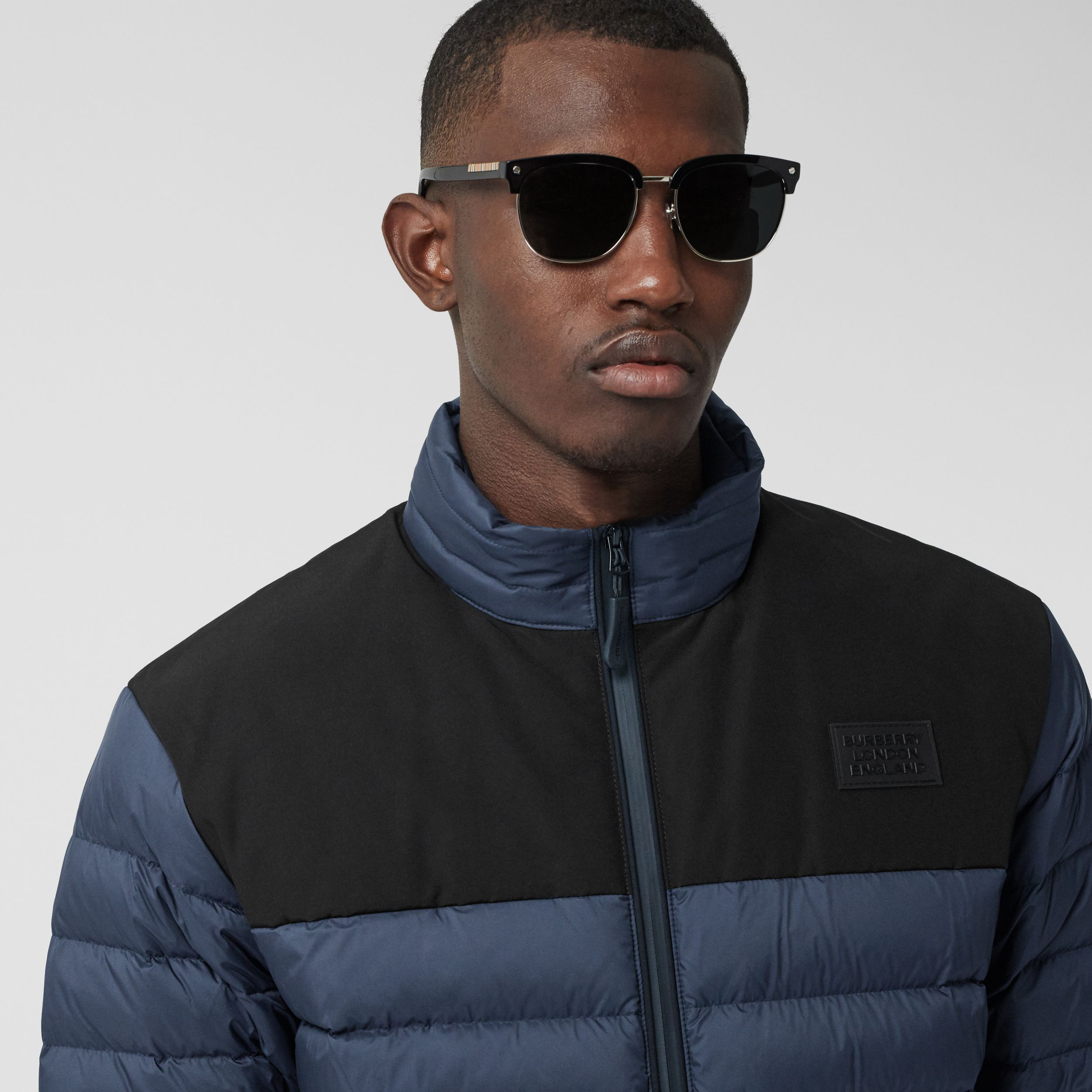 Logo Appliqué Lightweight Puffer Jacket in Navy - Men | Burberry Canada - 2
