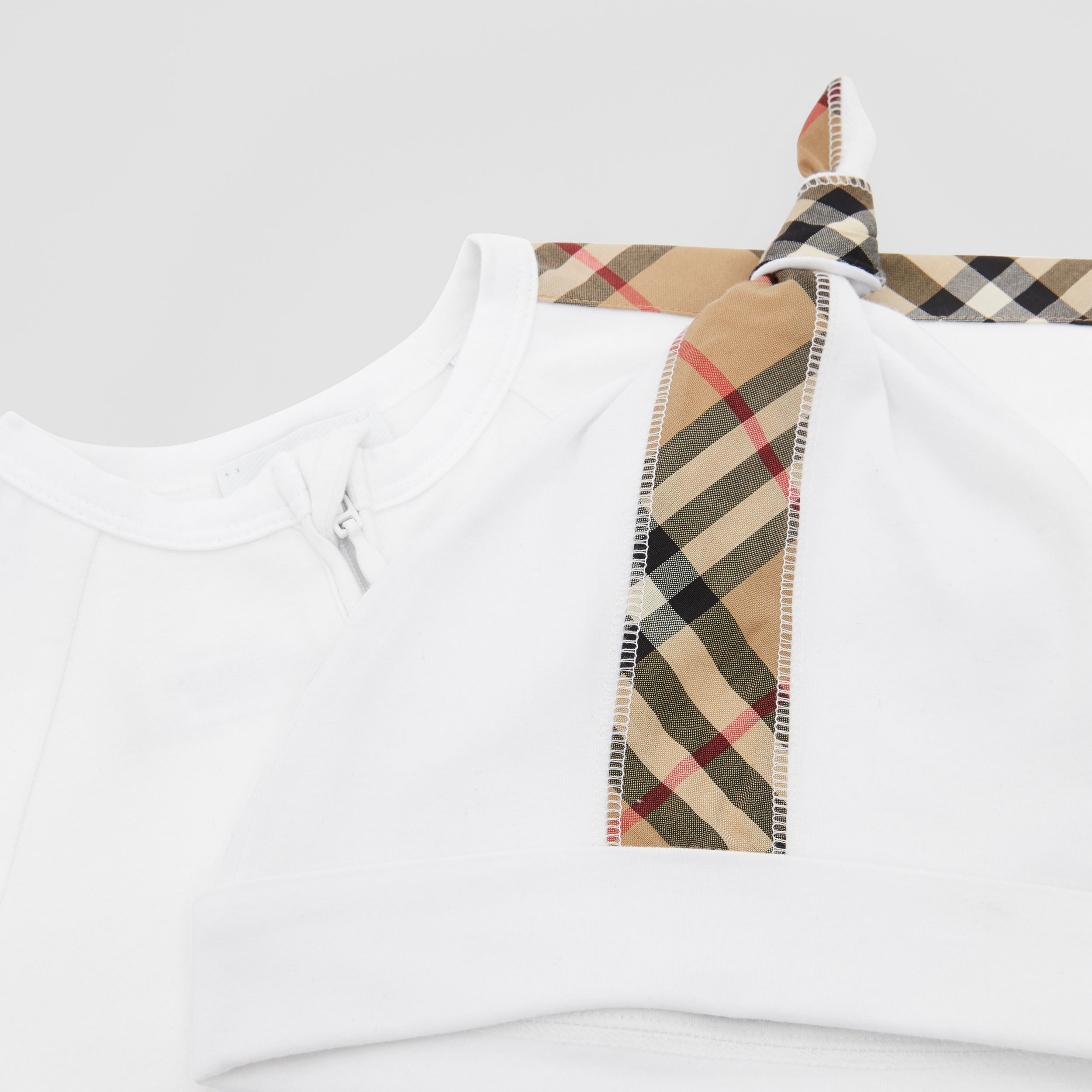 Check Trim Cotton Three-piece Baby Gift Set in White - Children | Burberry - 2
