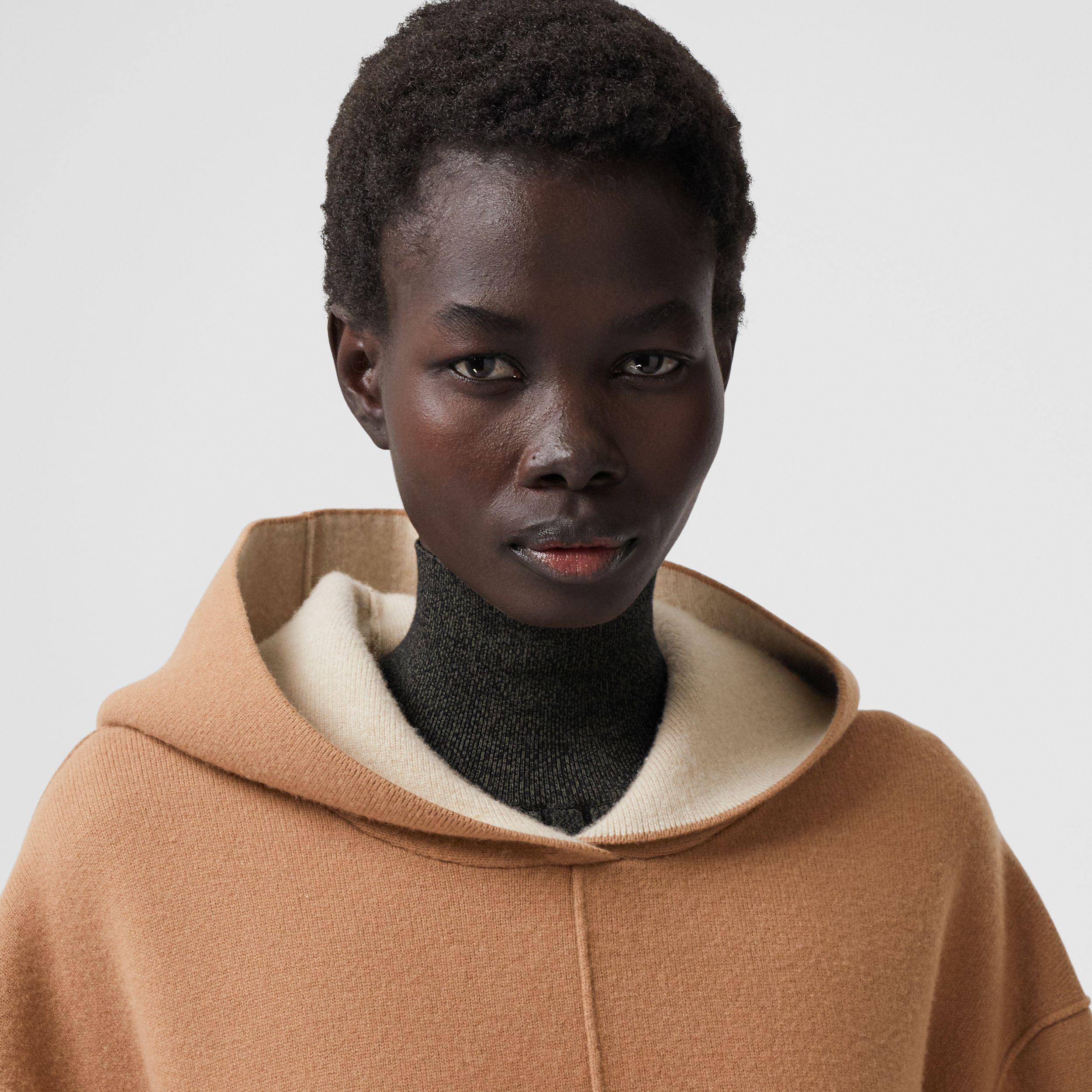 Double-faced Merino Wool Cashmere Blend Hoodie in Warm Camel - Women | Burberry Canada - 2