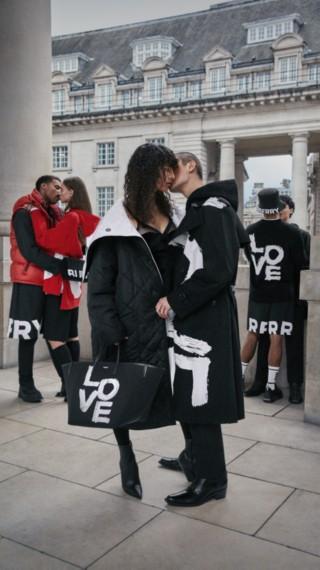 Comemore o amor: estampa Love