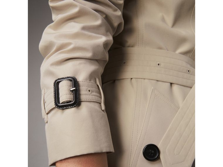 The Chelsea – Short Trench Coat in Stone - Women | Burberry - cell image 1