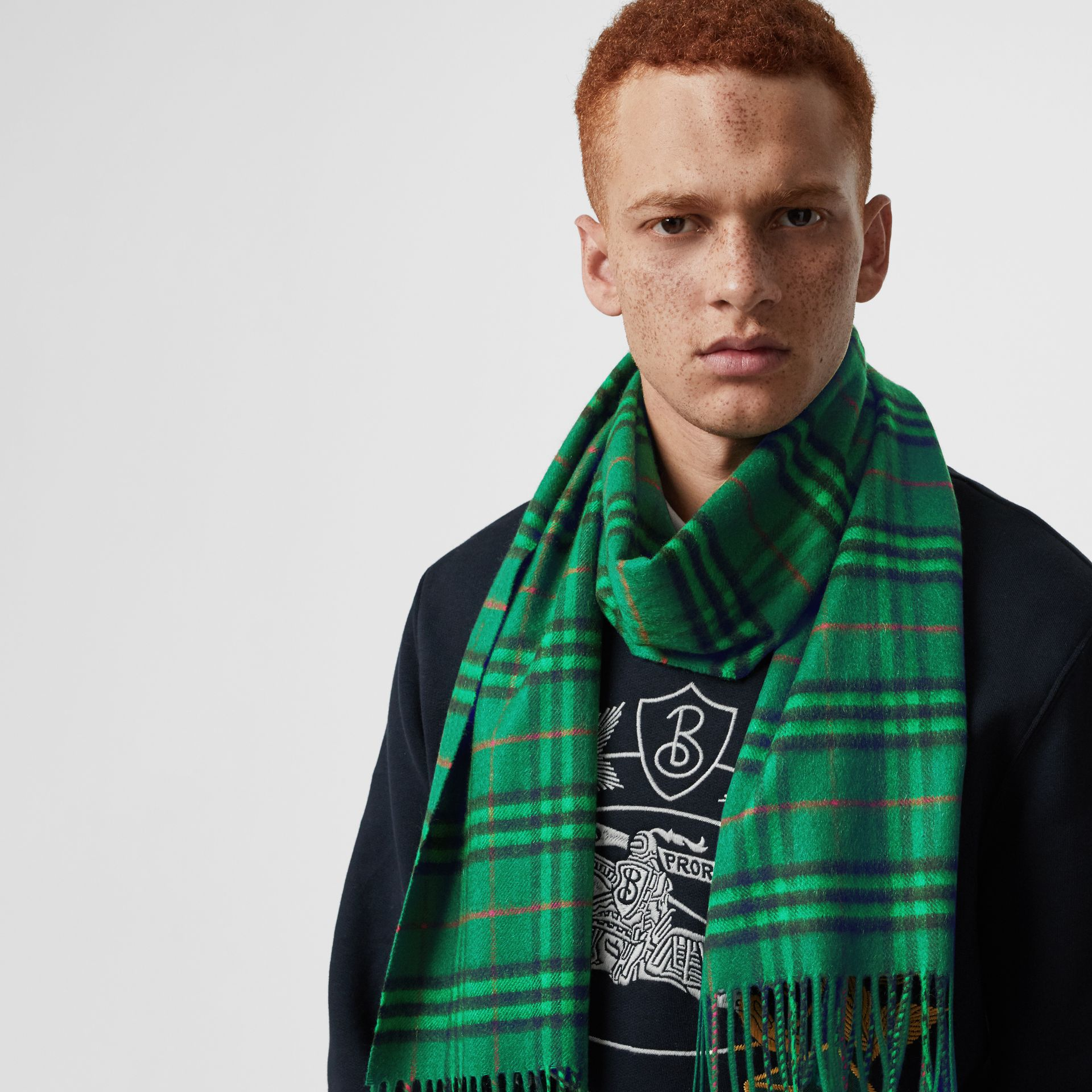 The Classic Vintage Check Cashmere Scarf in Viridian Green | Burberry Singapore - gallery image 6