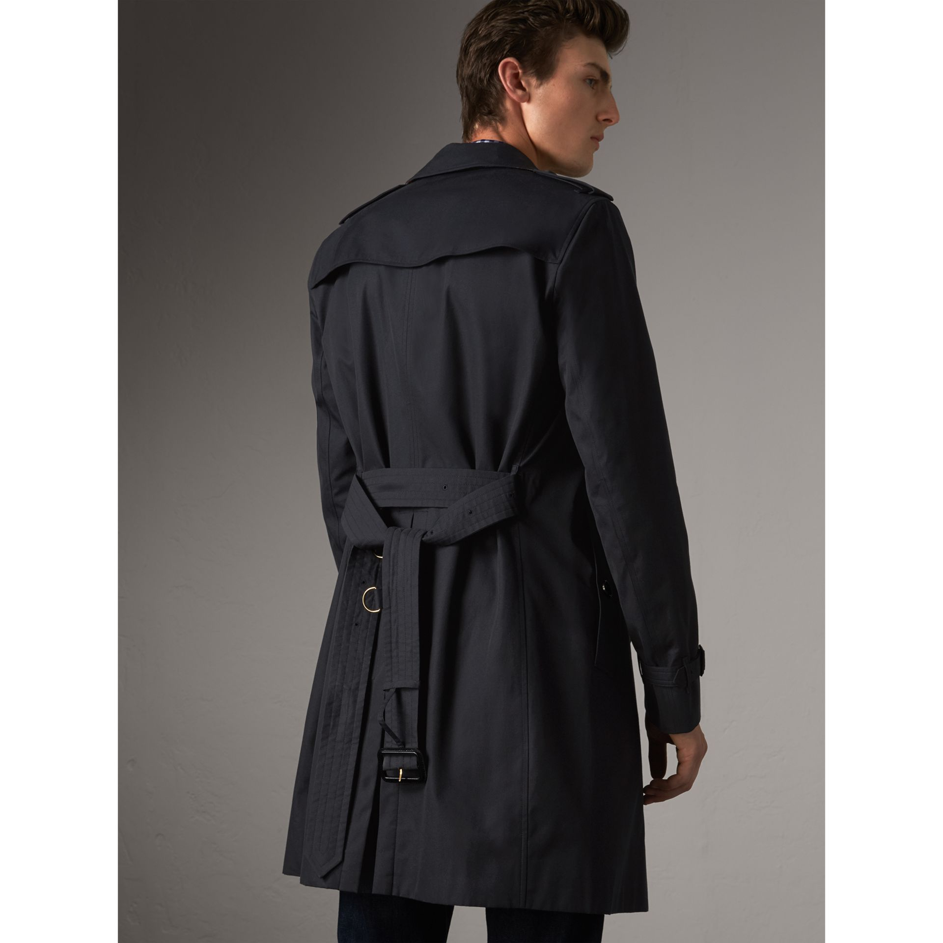 The Chelsea – Long Trench Coat in Navy - Men | Burberry - gallery image 3
