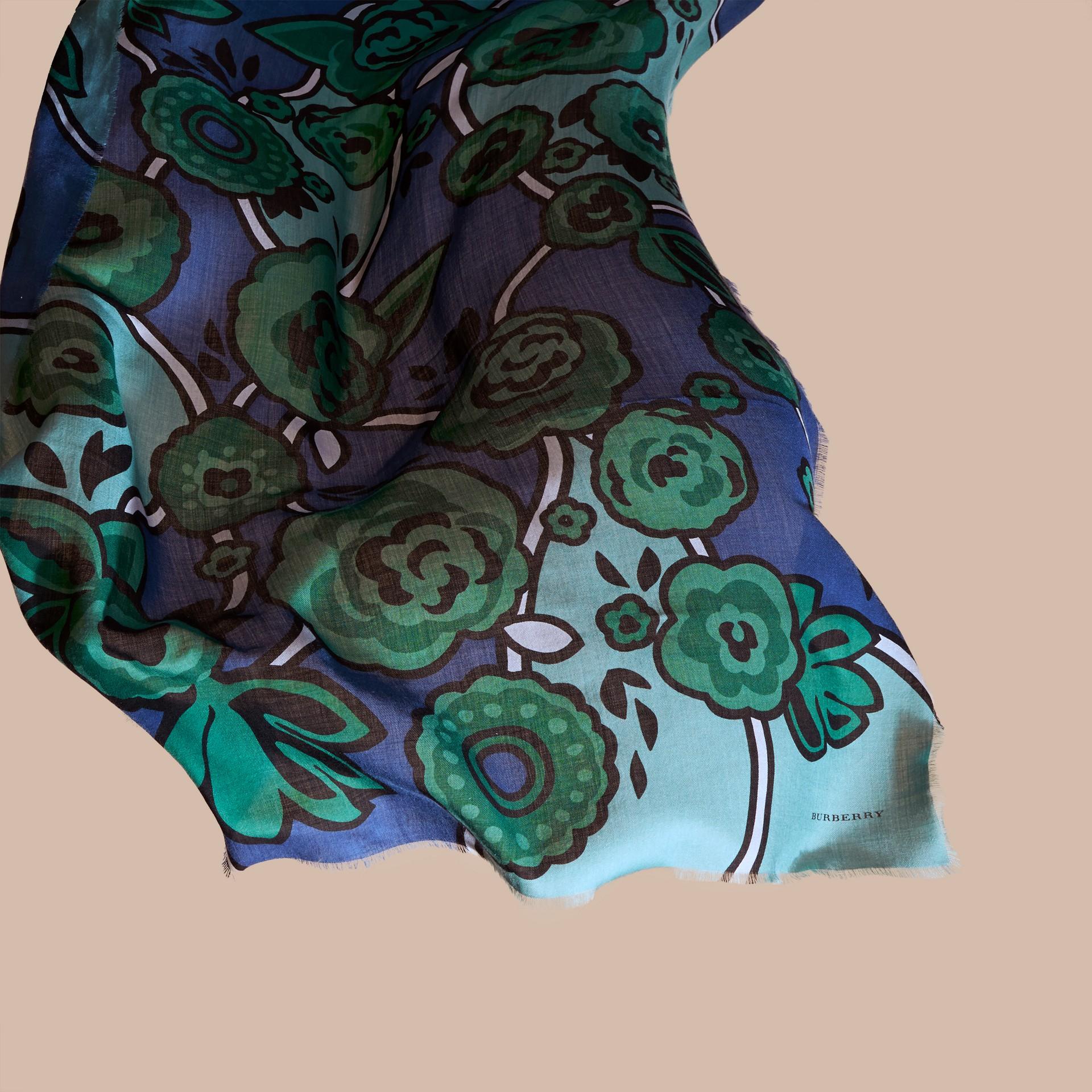 Blu acciaio intenso Sciarpa in cashmere con motivo floreale astratto Blu Acciaio Intenso - immagine della galleria 4