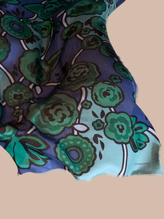 Blu acciaio intenso Sciarpa in cashmere con motivo floreale astratto Blu Acciaio Intenso - cell image 3