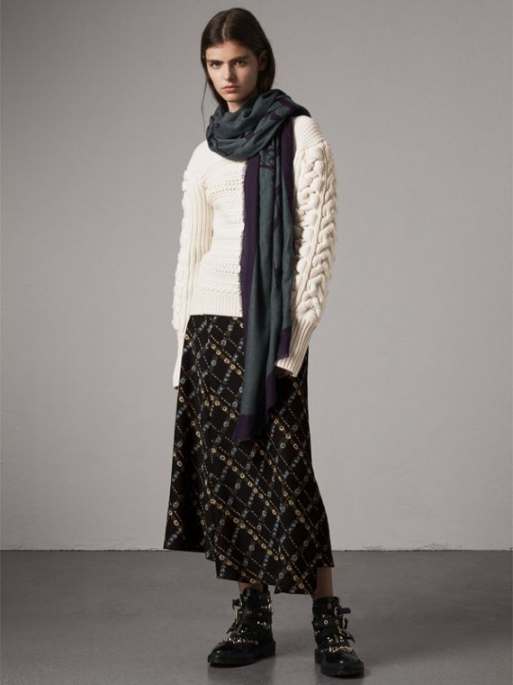 Graphic Print Motif  Lightweight Cashmere Scarf in Aqua Green | Burberry Singapore - cell image 2