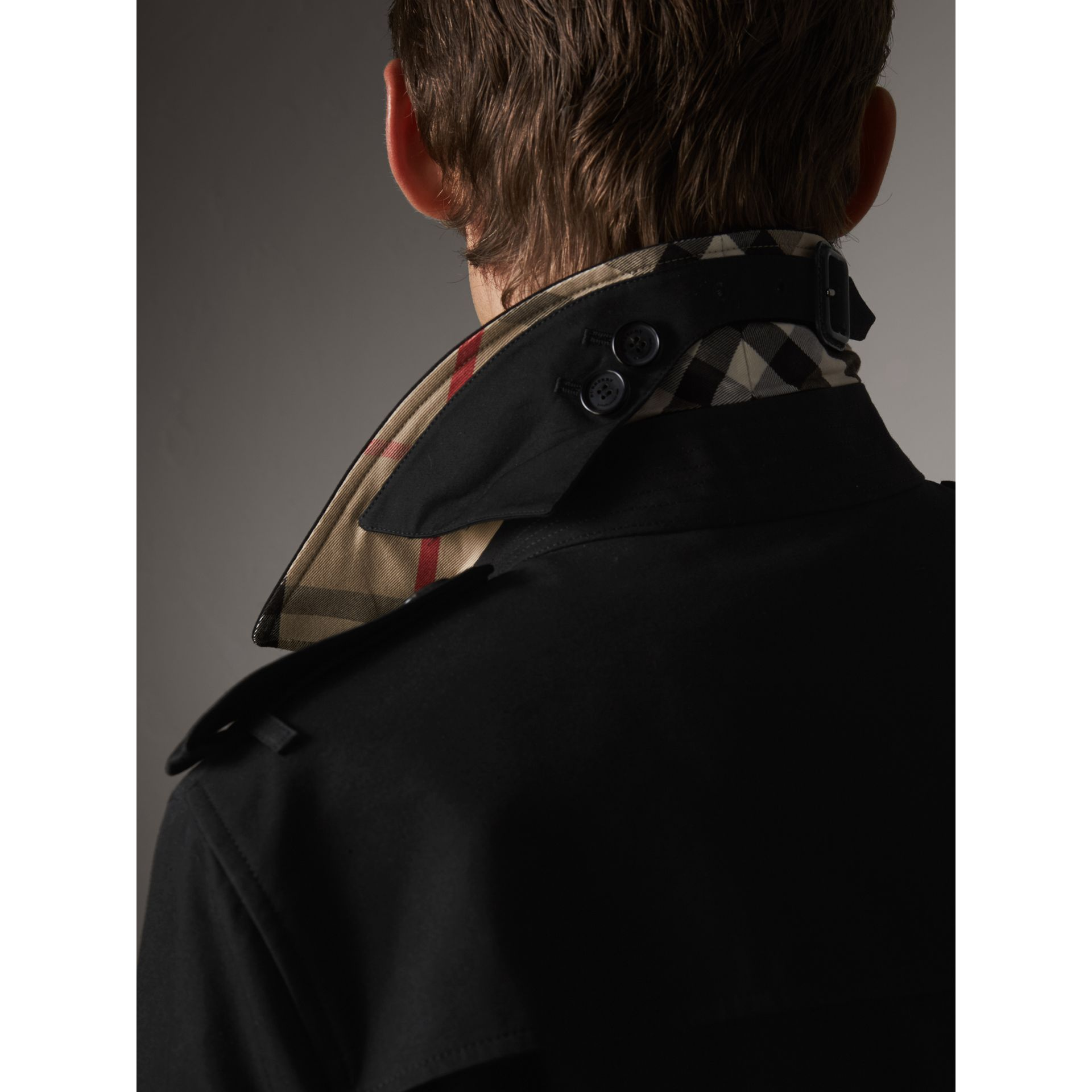 The Chelsea – Mid-length Trench Coat in Black - Men | Burberry United Kingdom - gallery image 1