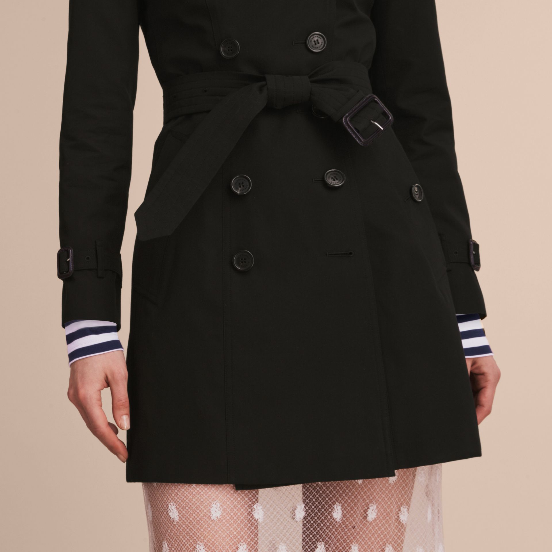 The Chelsea – Mid-length Heritage Trench Coat in Black - Women | Burberry - gallery image 5