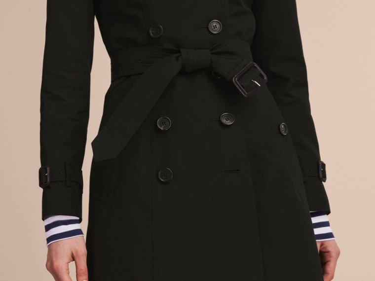 The Chelsea – Mid-length Heritage Trench Coat in Black - Women | Burberry Hong Kong - cell image 4