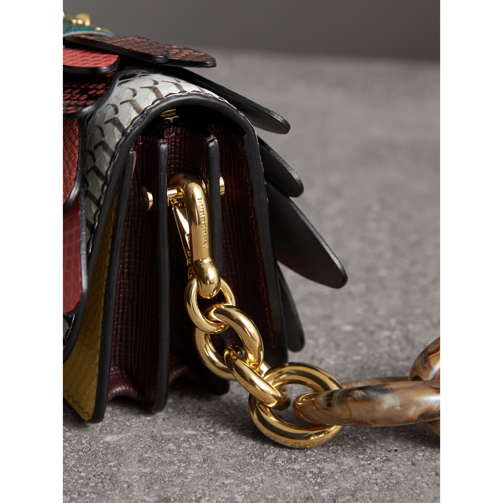 Petit sac The Buckle en peau de serpent et cuir (Jaune Agrume) - Femme | Burberry - photo de la galerie 2