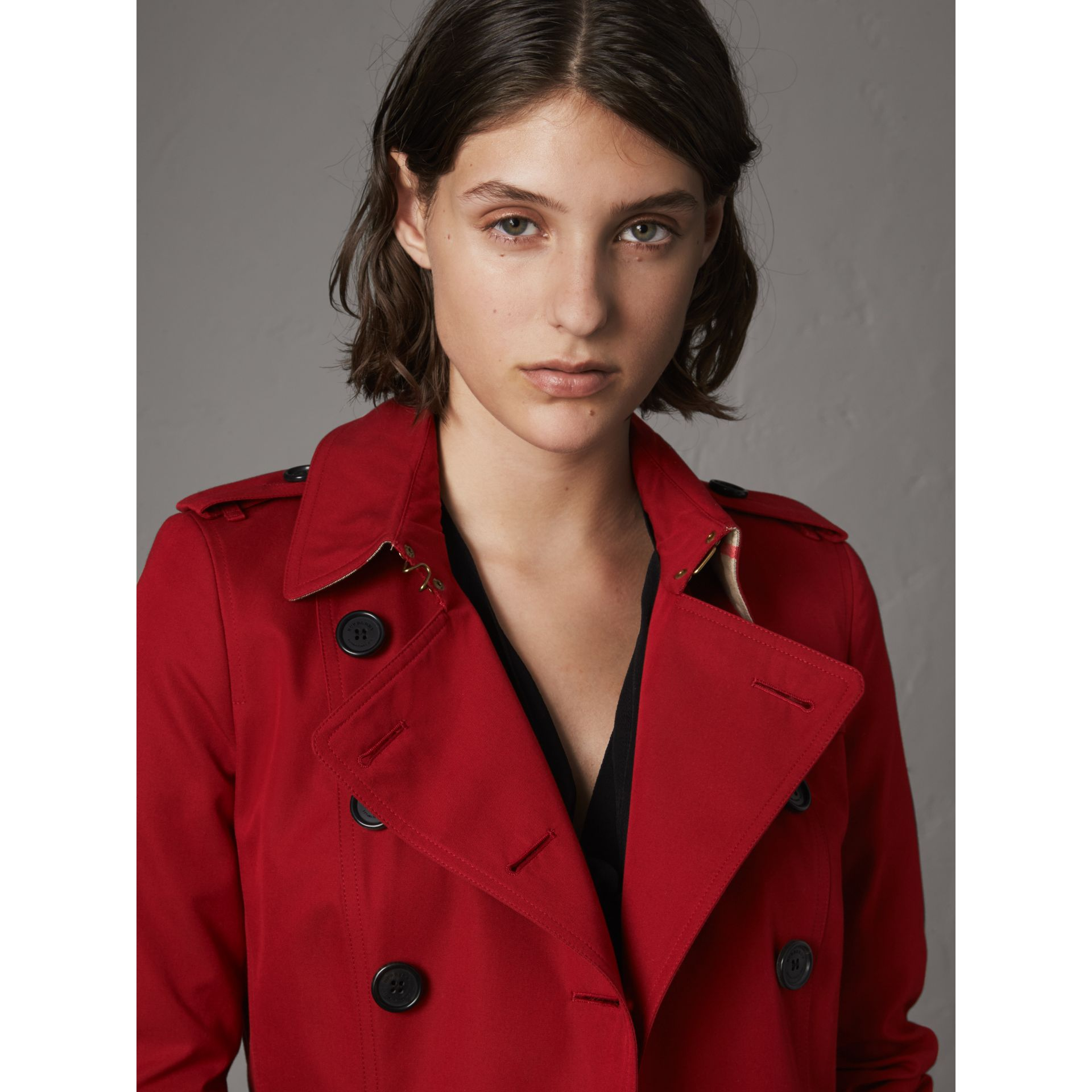 The Chelsea – Long Heritage Trench Coat in Parade Red - Women | Burberry - gallery image 6