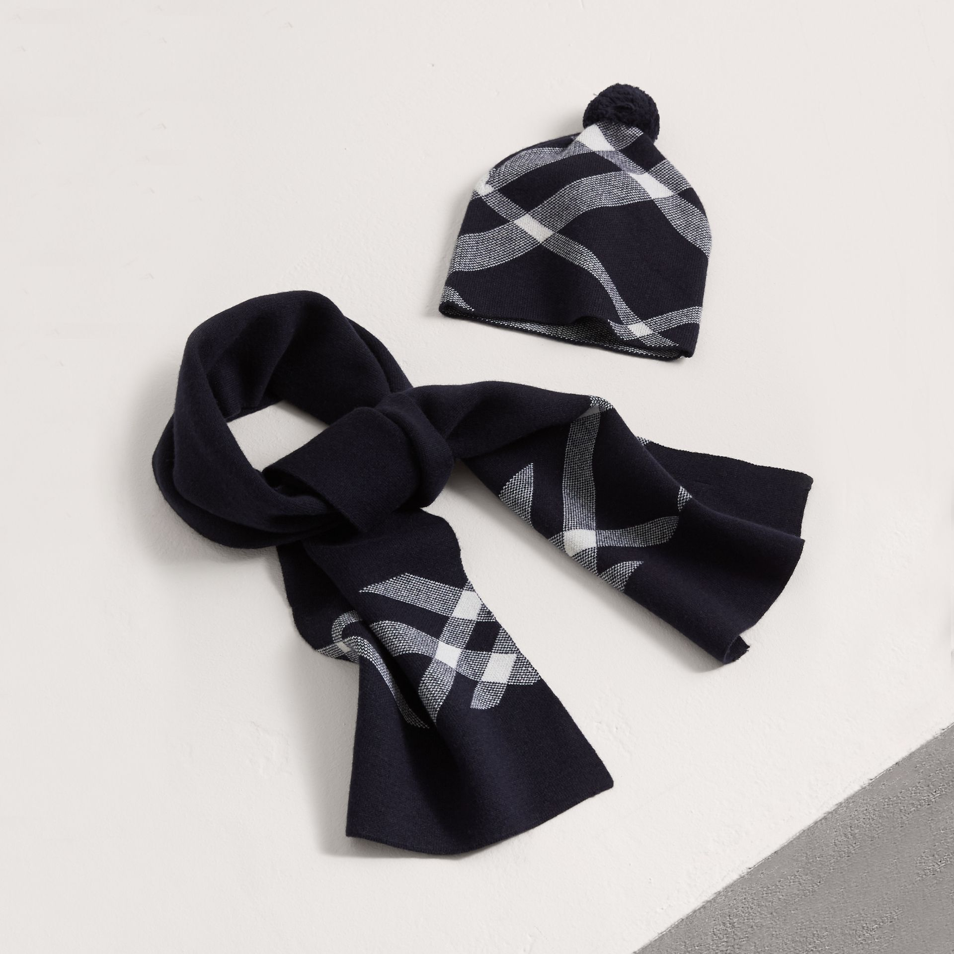 Check Cotton Cashmere Two-piece Gift Set in Navy | Burberry - gallery image 0