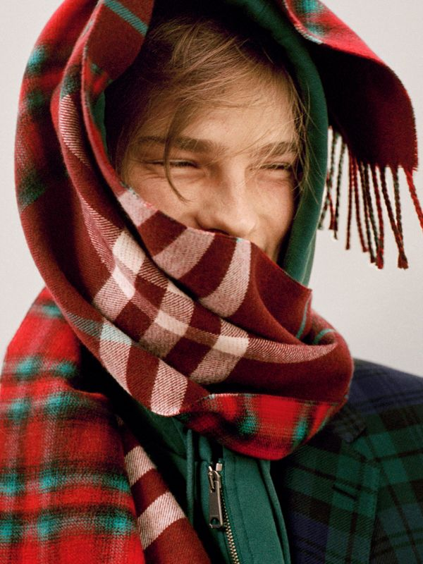Check Merino Wool Scarf in Claret | Burberry - cell image 3