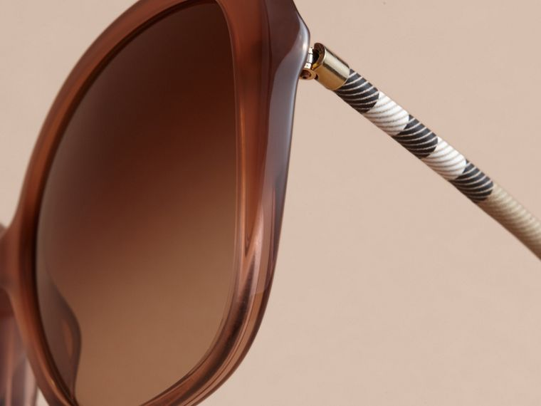 Check Detail Butterfly Frame Sunglasses Nude - cell image 1
