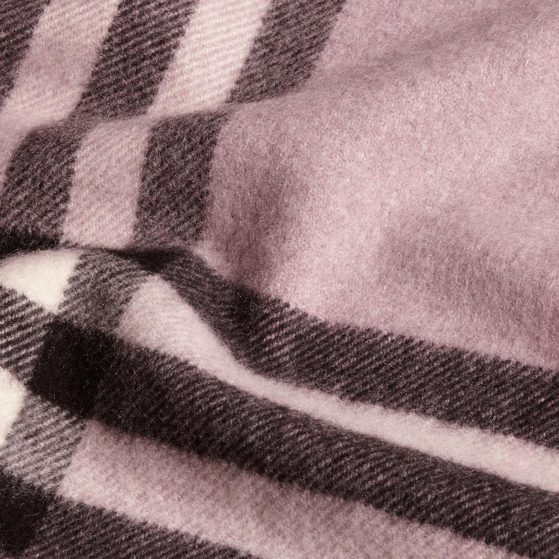 Lilla polvere Sciarpa in cashmere classica con motivo check Lilla Polvere - immagine della galleria 5