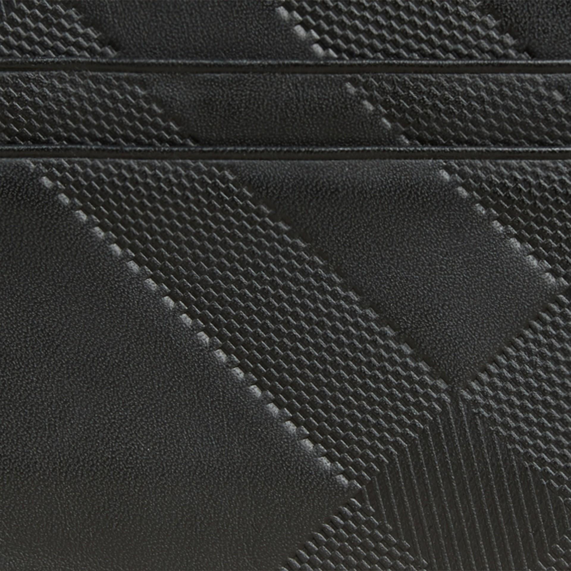 Noir Porte-cartes en cuir à motif check en relief Noir - photo de la galerie 2